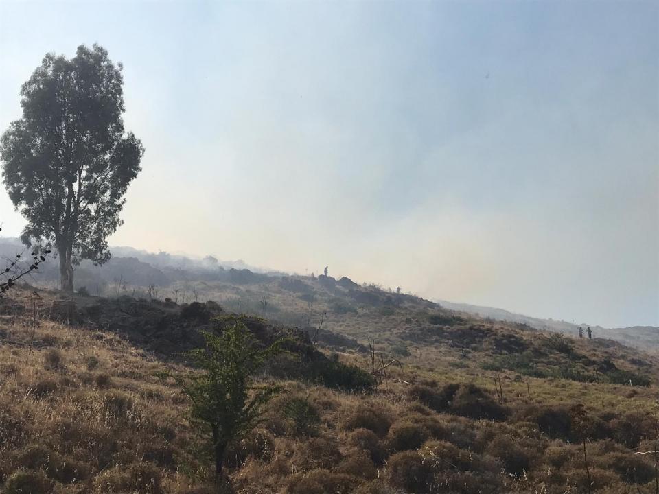 Makilik ve otluk alanda yangın kontrol altına alındı