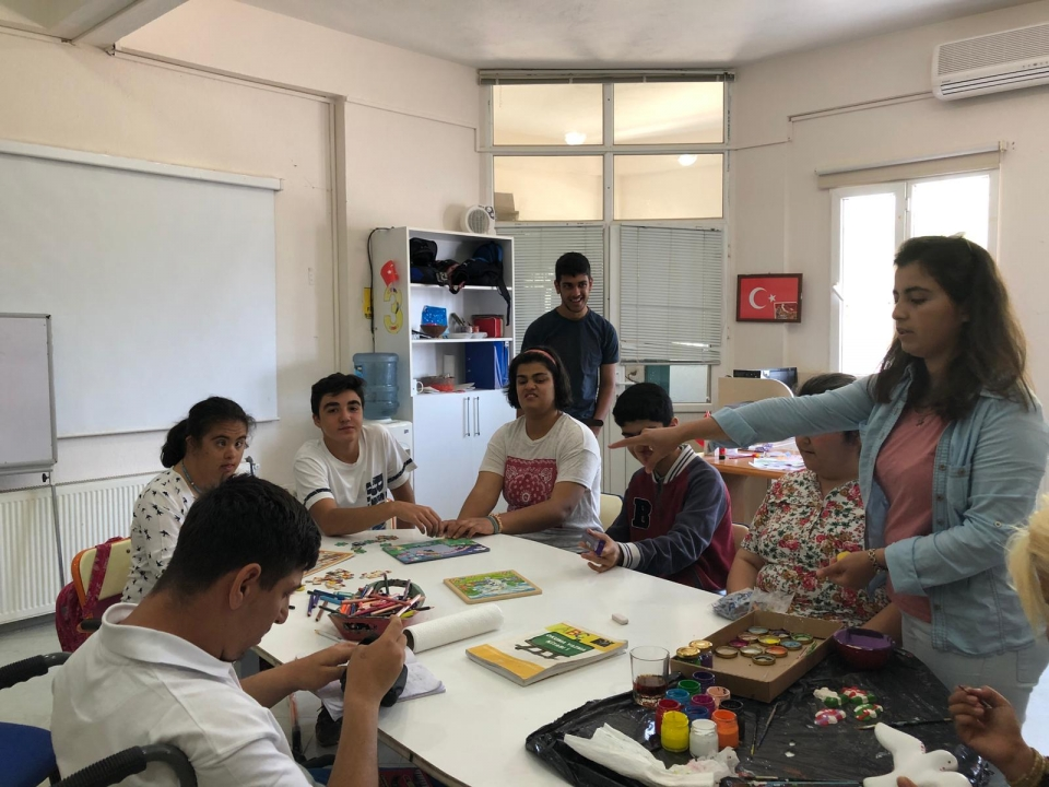 BİLNET öğrencilerinden Engelliler Günü'nde anlamlı ziyaret