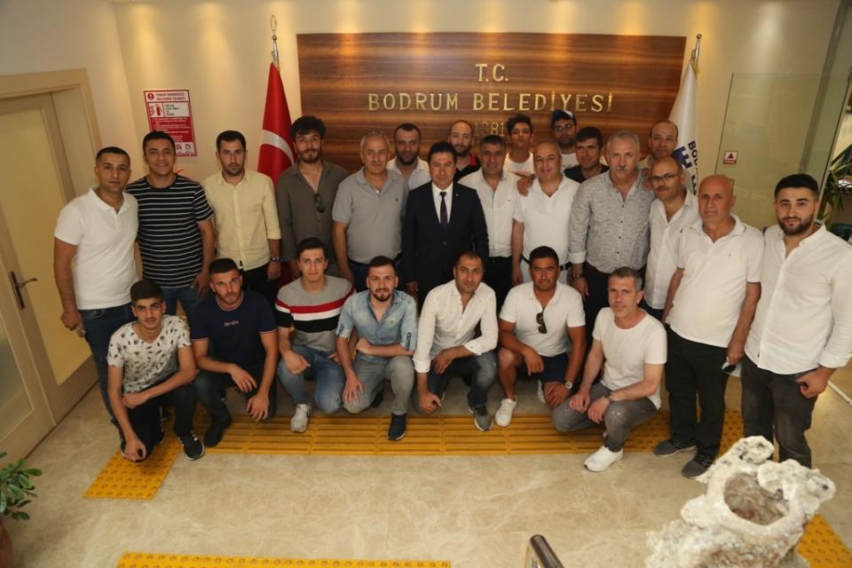 Bodrumlu midyeciler  Başkan Aras'ı ziyaret etti