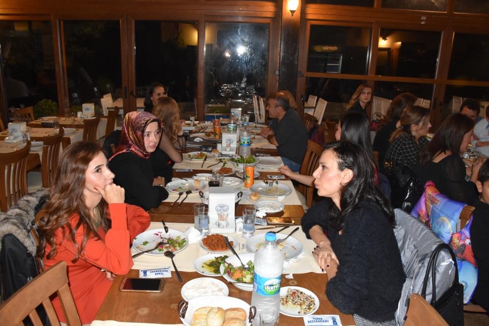 Bodrum'da öğretmenler yemekte bir araya geldi
