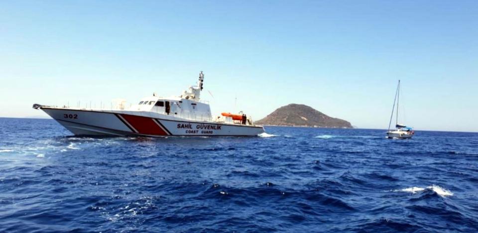 Teknede mahsur kalanları Sahil Güvenlik ekipleri kurtardı