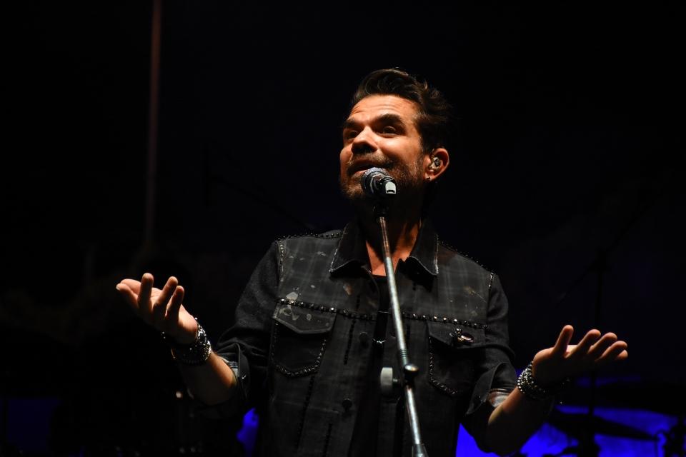 Bodrum Caz Festivali'nde Kenan Doğulu konser verdi