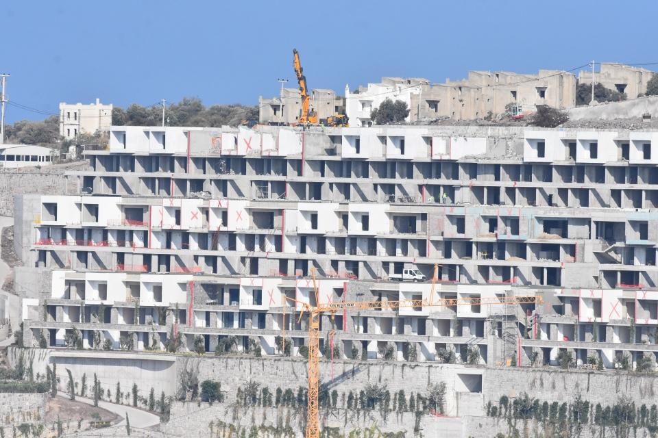 İmara aykırı yapıların yıkımı sürüyor