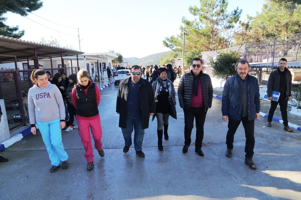 Öğrencilerden Geçici Hayvan  Bakım Merkezine Ziyaret