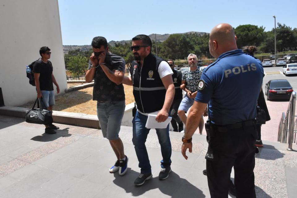 Cezaevi firarileri sahte kimlikle yakalandı