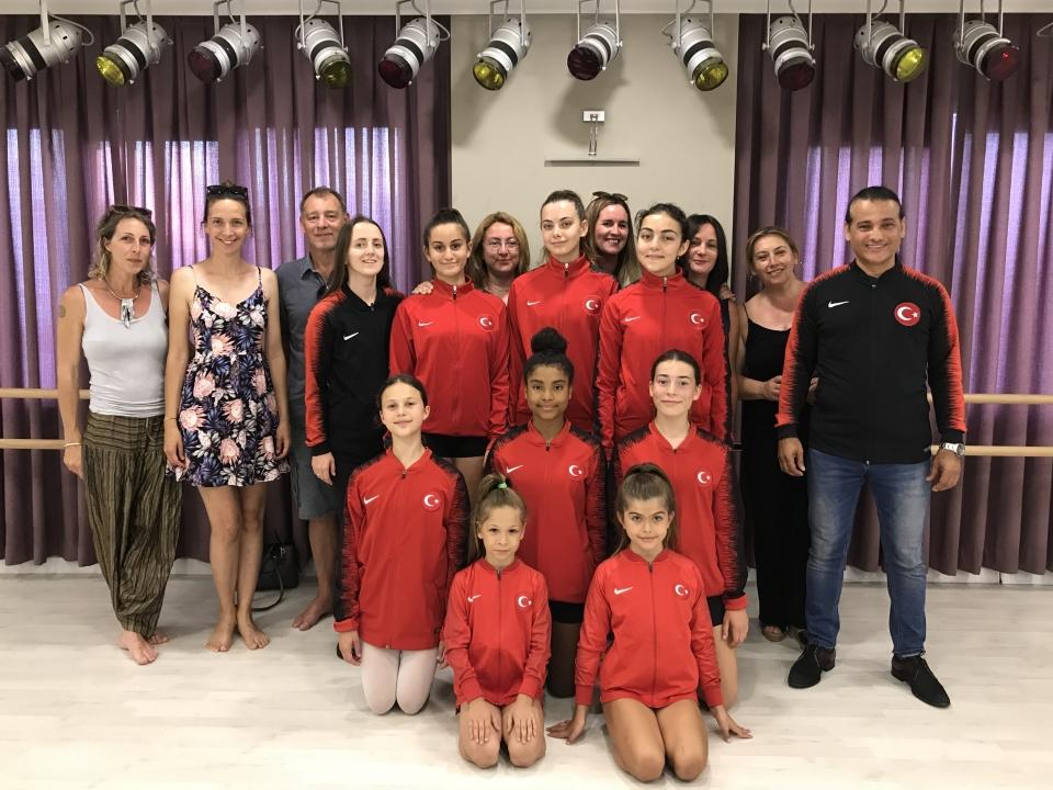 Modern Dans Milli Takımı olarak  Avrupa Şampiyonasına hazırlanıyor