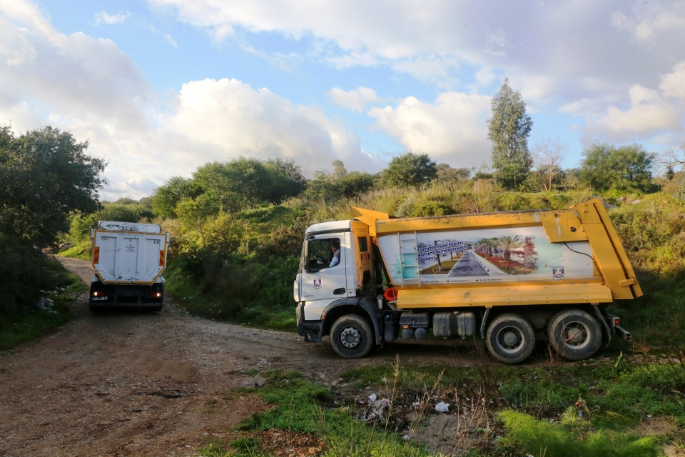 23 kamyon hafriyat ve bahçe atığı toplandı