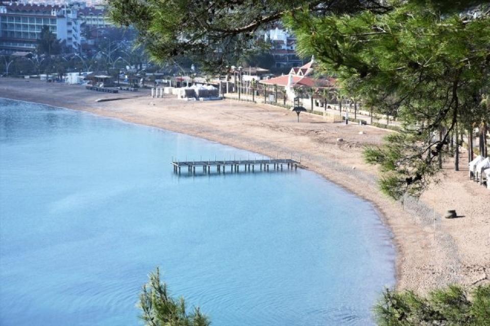 Marmaris'te Deniz 5 Metre Çekildi