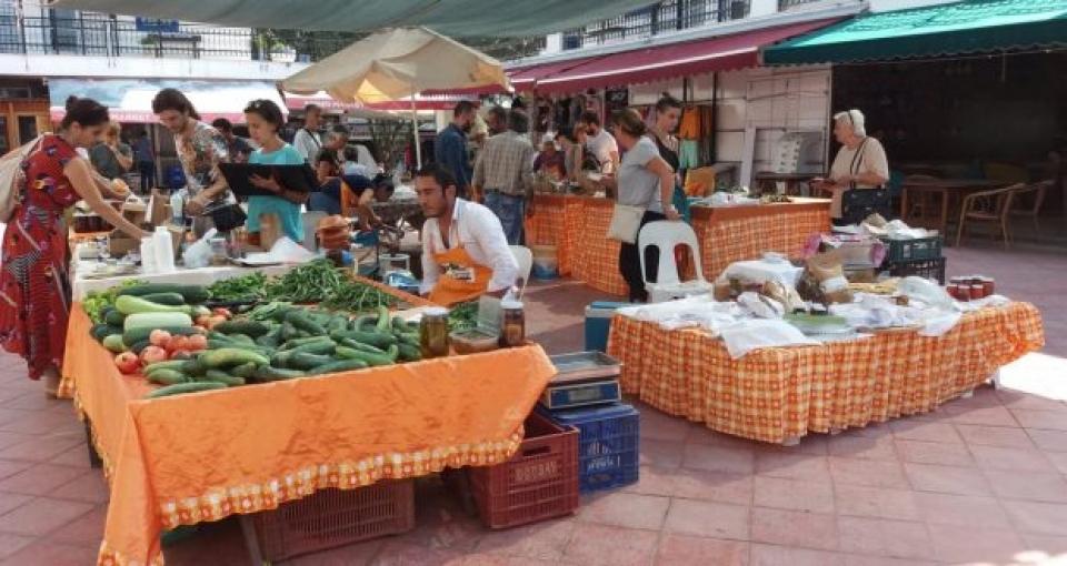 Bodrum Tohum Derneği Doğal Üretici Pazarı'nda aşure ikramı