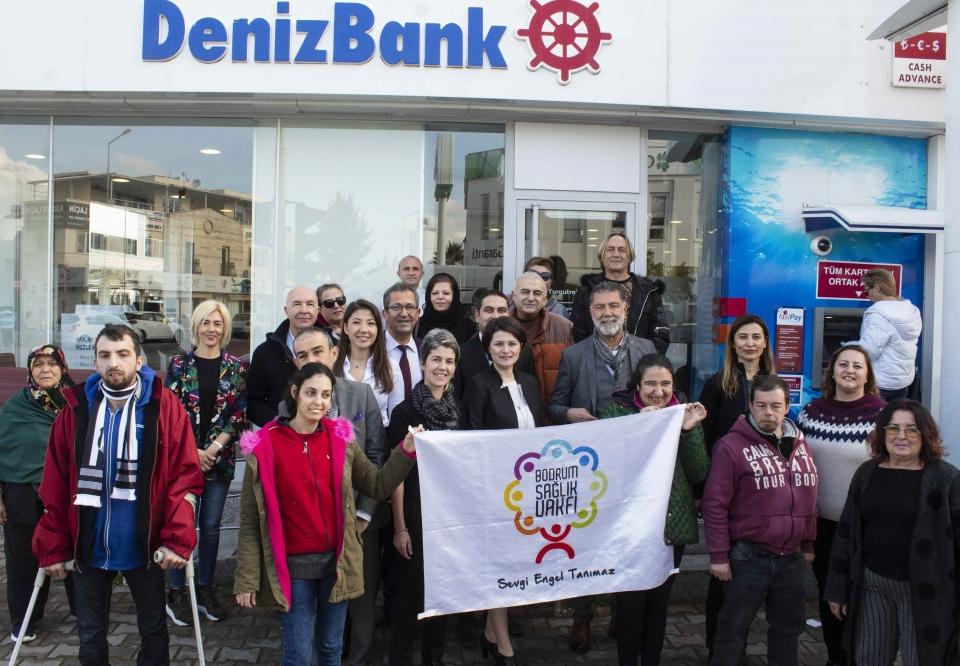 Bodrum Engelliler Sağlık Vakfına minibüs bağışı