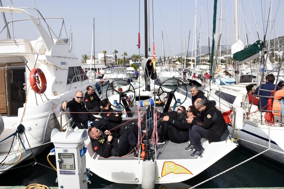 Yelken yarışlarına rüzgar engeli