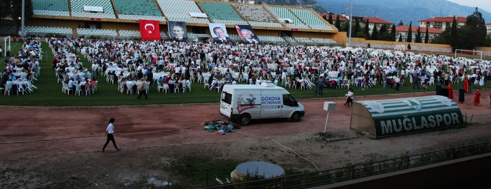 AK Parti'den 5 bin kişiye iftar yemeği