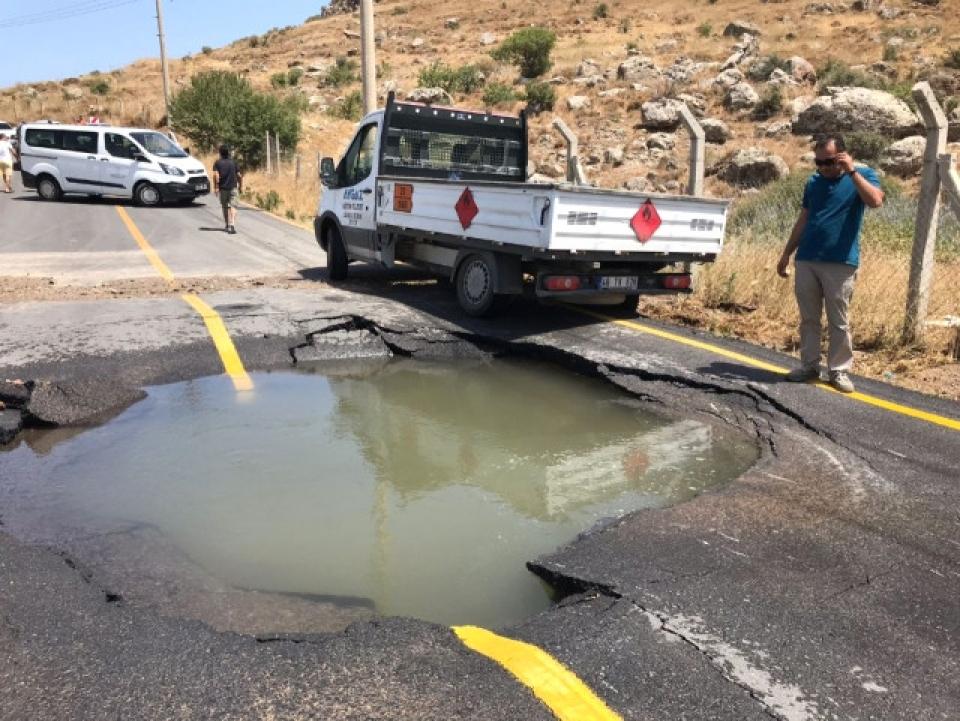 Karaincir'de Su İsale Hattı Patladı