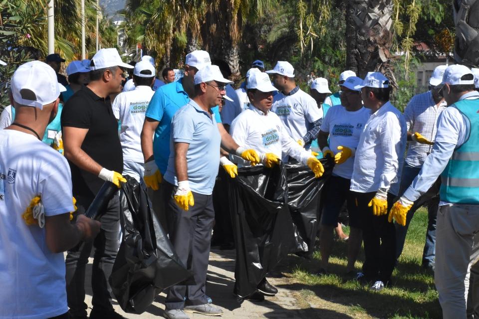 Bodrum protokolü ve hükümlüler kıyıyı temizledi