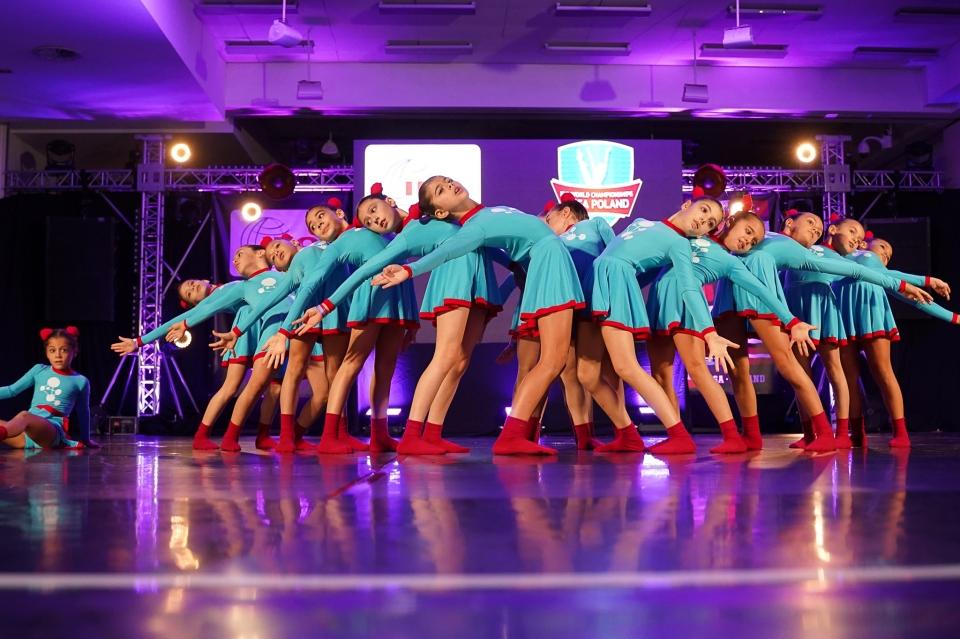 Bodrum'lu 21 genç dansçı, Milli Sporcu belgesi aldı.