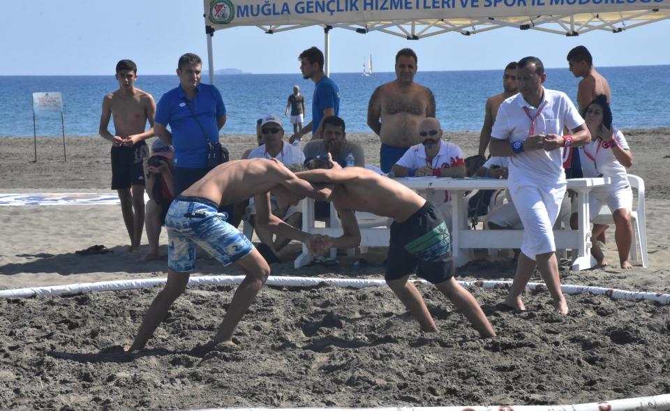 Türkiye Plaj Güreşi Şampiyonası'na  27 ilden 375 güreşçi katılıyor