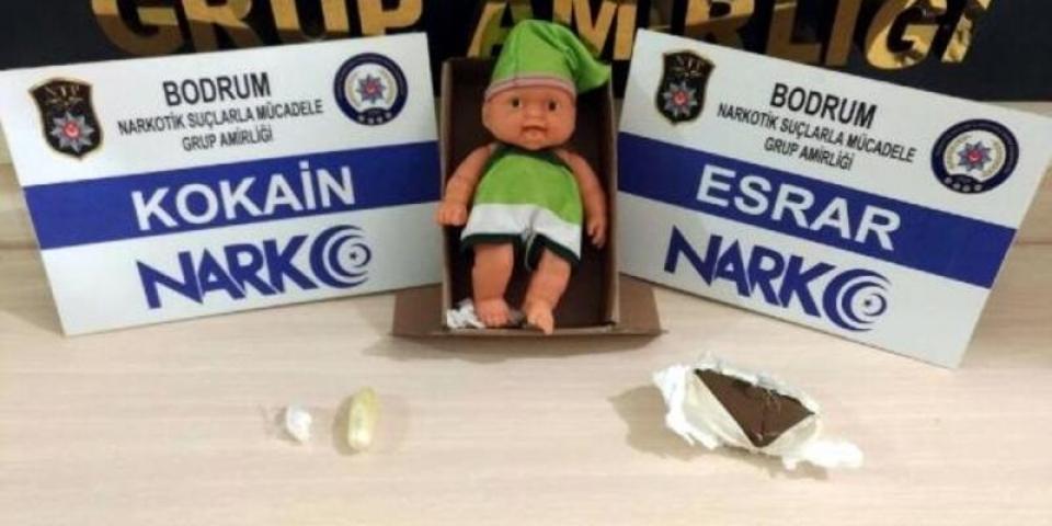 Oyuncak bebeğin içinden uyuşturucu çıktı