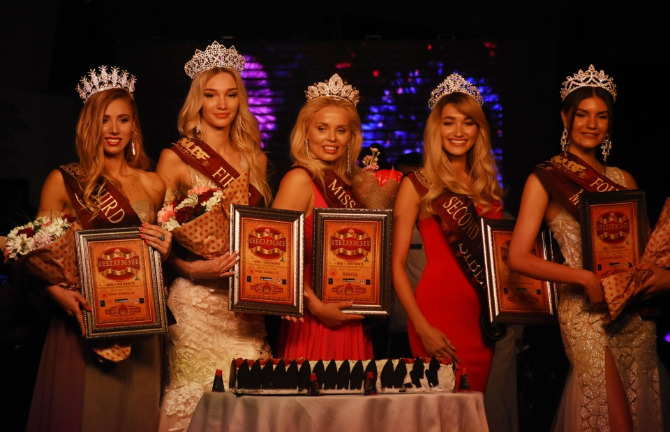 Miss 7 Continents 2019 Güzellik Yarışması'nda Katarina Juselius birinci seçildi.