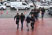 Göçmenlerin yurt dışına çıkışını organize eden 4 kişi tutuklandı