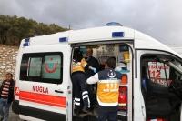 Muğla'da işçi servisi şarampole devrildi: 9 yaralı