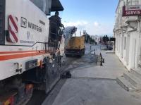 Bodrum'da bozulan yollar asfalt  kazıma makinesi ile düzeltiliyor