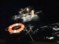 Botları su alan düzensiz göçmenler kurtarıldı