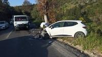 Kamyonetle otomobil çarpıştı: 3 yaralı