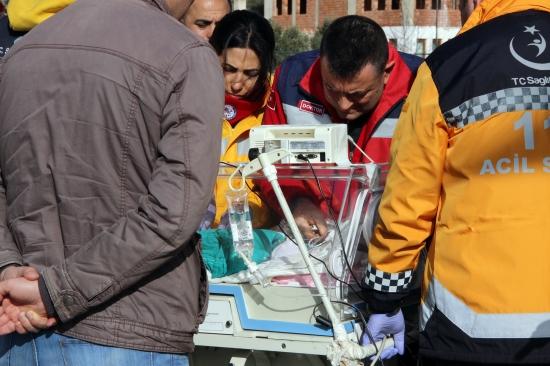 Prematüre bebek İzmir'e sevk edildi