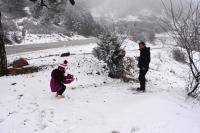 Muğla'nın yüksek kesimlerine kar kıyılarına yağmur yağdı