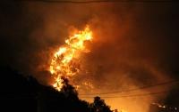 Makilik alanda çıkan ve yerleşim yerlerine yaklaşan yangın kontrol altına alındı