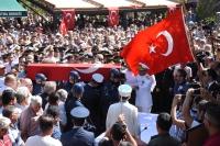 Şehit Üsteğmen Kargın binlerce kişi  tarafından son yolculuğuna uğurlandı