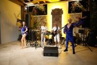 Bu Pazar, muhteşem gün batımı eşliğinde Küba'lı grup DUO, benzersiz ege mutfağı eşliğinde Cliff'de sahne alacak.