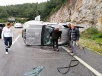 Kamyonet ile minibüs çarpıştı: 3 yaralı