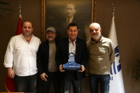 Rally Halikarnassos'un ekibinden  Başkan Kocadon'a teşekkür plaketi