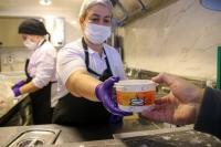 Bodrum Belediyesi, ihtiyaç sahibi vatandaşlara çorba dağıttı