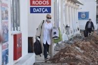 İstanköy Adası'ndan feribotla Bodrum'a getirilen yolcular sağlık kontrolünden geçirildi