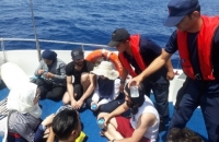 Ege Denizi'nde yasa dışı geçişler:8 kaçak yakalandı