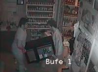 Milas'ta büfe hırsızlığı kameralara yansıdı