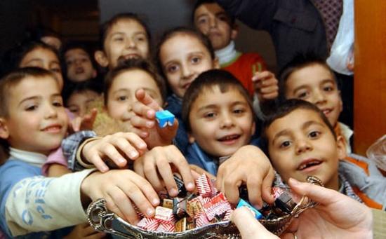Çocuğa Şeker Yedirmeden Önce  Bir Kez Daha Düşünün
