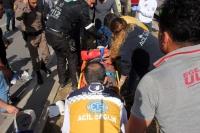 Yola fırlayan koyun 2 askeri yaraladı