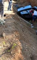 Otomobil dere yatağına devrildi: 2 ölü
