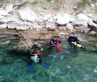 Marmarisli gönüllüler deniz dibini temizliyor