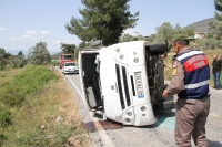 Yolcu minibüsü devrildi: 4 yaralı