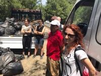 Belediye vatandaş el ele temizlik yaptı
