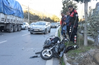 Park halindeki tıra çarpan motosiklet sürücüsü öldü