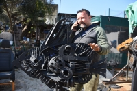 Hurda otomobil ve motosiklet parçalarına sanatsal dokunuş
