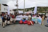 Dalgıçlar Bodrum'da deniz dibi temizliği yaptı