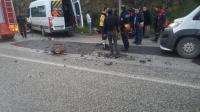 Otomobil ile öğrenci servisi çarpıştı: 13 yaralı