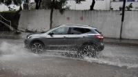 Yağmur, kara yolunda su taşkını yaşanmasına neden oldu