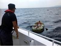 Lastik botla denize açılan 2 kişiyi Sahil Güvenlik kurtardı